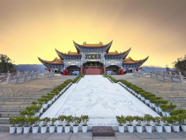 kitay-hram-lestnicy-lyudi-gory